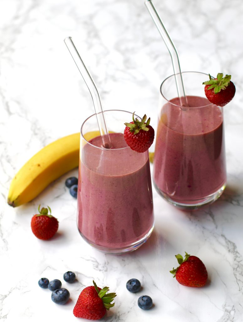 SIMPLE DRAGON FRUIT, BANANA, AND BERRIES SMOOTHIE - runcooklaugh.com