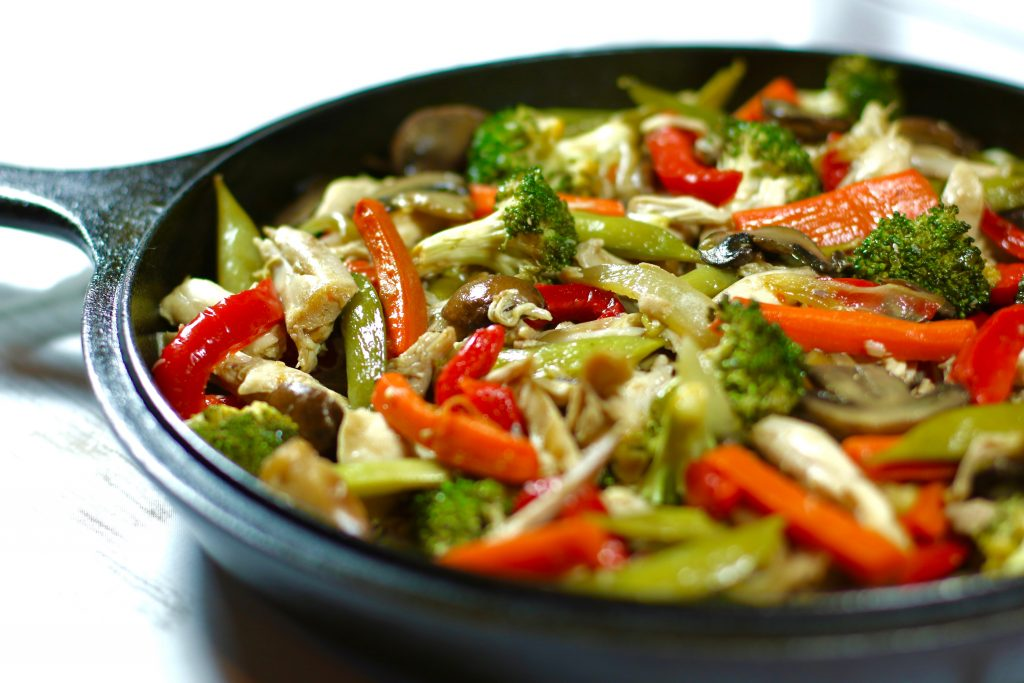 A simple, healthy stir-fry chicken recipe that is gluten-free, paleo, soy-free, dairy free, and msg free made by runcooklaugh.com